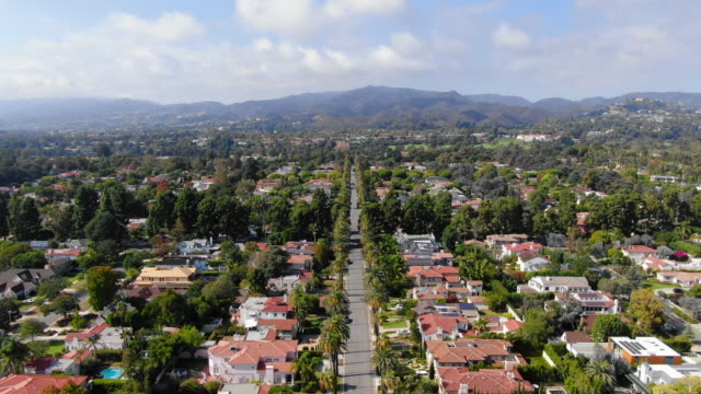 vidéos et rushes de aerial: santa monica residential district and mountains - santa monica, california - quartier résidentiel