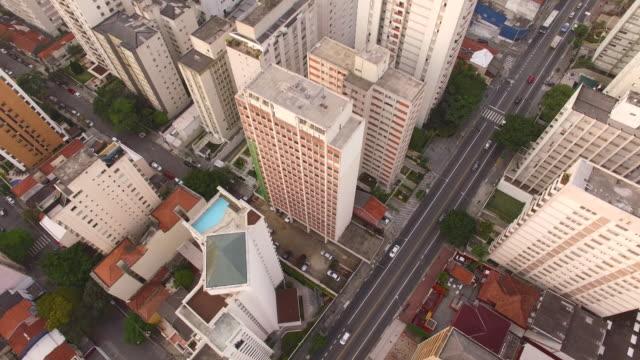 vídeos de stock, filmes e b-roll de aerial sao paulo - inclinando se