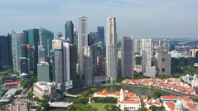 vidéos et rushes de scène aérienne du centre-ville de singapour à l'heure du jour - singapour