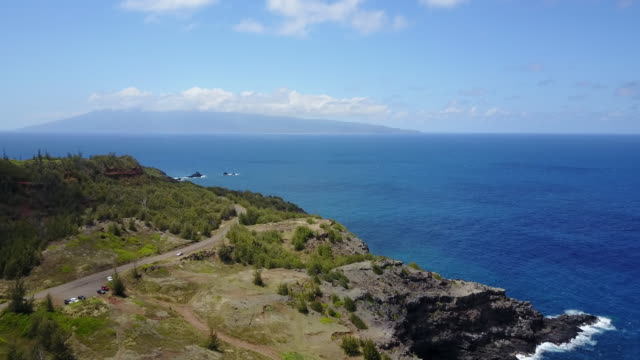 vídeos de stock e filmes b-roll de aerial, scenic coast in hawaii - tropical