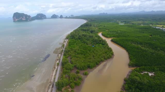 vídeos de stock e filmes b-roll de aerial sea view of pakmeng beach  in the andaman sea, thailand - oceano índico