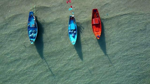 Aerial Seelandschaft der Kon Aow Fischerei Dorf nahe Khao Laem Ya, Rayong, Thailand