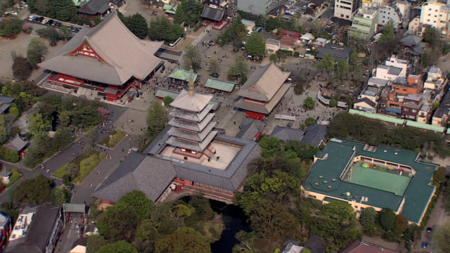 aerial senso ji temple thunder gate shinto tokyo - pagoda stock videos & royalty-free footage