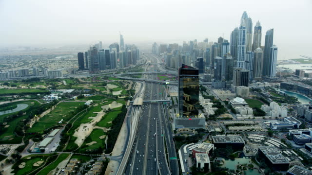 aerial sheikh zayed road emirates golf club dubai - golfstaaten stock-videos und b-roll-filmmaterial