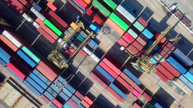antenne-versandbehälter - distribution warehouse stock-videos und b-roll-filmmaterial