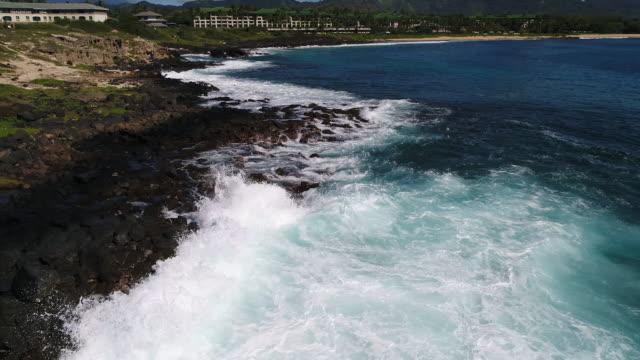 空中の海岸線 - 泡立つ波点の映像素材/bロール