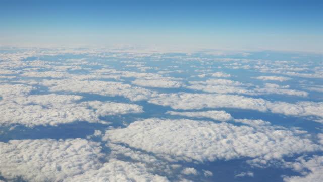 vídeos y material grabado en eventos de stock de toma cenital por encima de las nubes en 4 k - ambientación