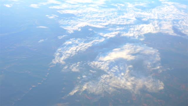 antenn skott ovan molnen i 4k - atmosfär råmaterial bildbanksvideor och videomaterial från bakom kulisserna