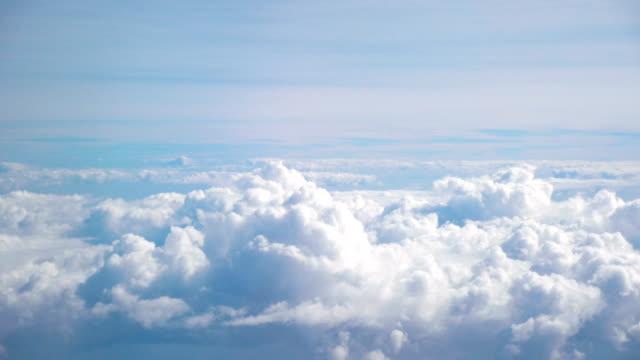 Luftaufnahme über den Wolken in 4 K