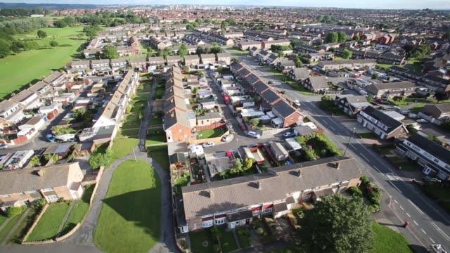 aerial shot balloon flying over a residential area of bristol - bristol england stock-videos und b-roll-filmmaterial