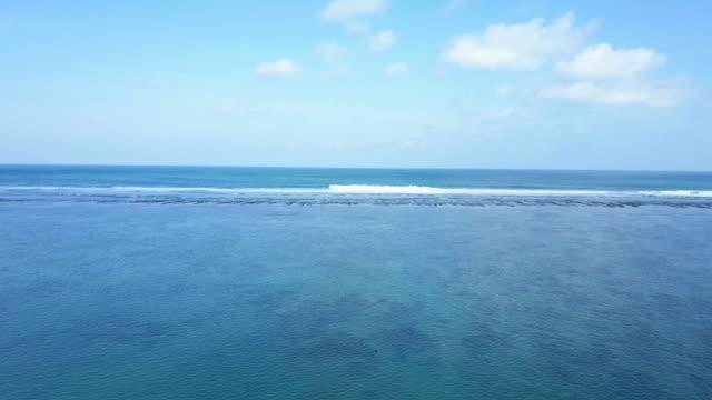 vídeos de stock e filmes b-roll de aerial shot beach and beautiful sky at pandawa beach. - gigante personagem fictícia