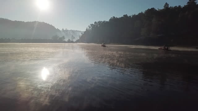 朝の美しい湖を撮影した空中撮影 メーホン息子 タイ - 最大点の映像素材/bロール