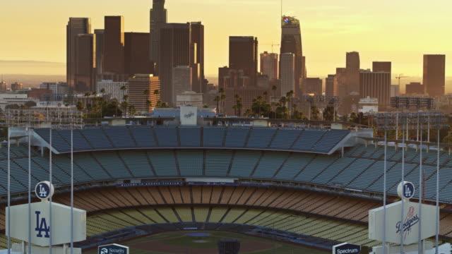 aerial shot circling around dodger stadium, los angeles - baseballfeld stock-videos und b-roll-filmmaterial