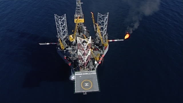 aerial shot circling oil rig platform in the north sea situated in the clair oilfield off the northeast coast of scotland - fossil fuel stock videos & royalty-free footage
