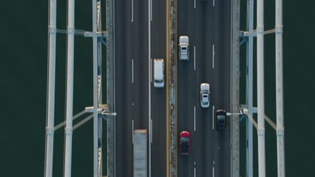 stockvideo's en b-roll-footage met aerial shot directly above verrazano narrows bridge, new york city - hangbrug