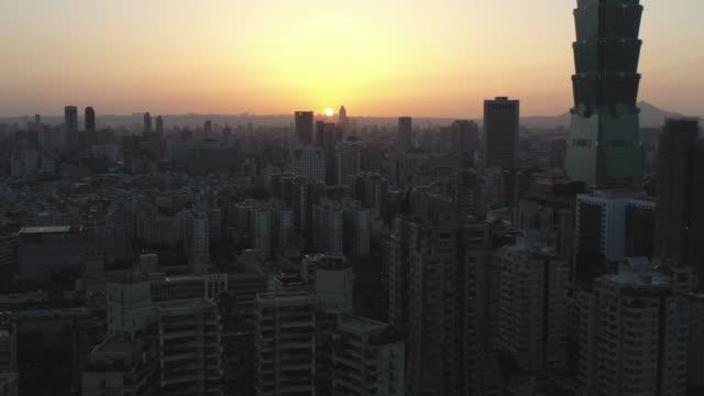 aerial shot downtown taipei, taiwan at sunset - 台北市点の映像素材/bロール