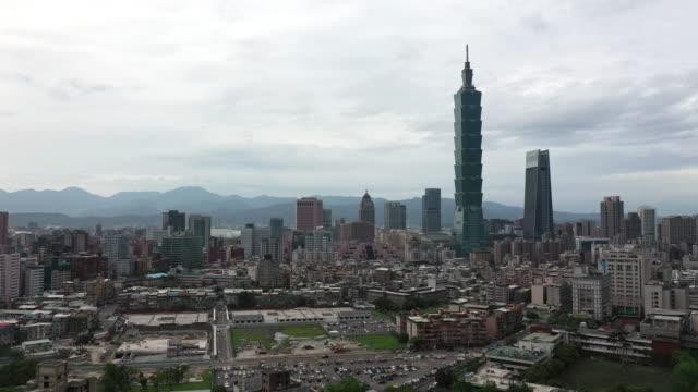 aerial shot downtown taipei, taiwan - 台北市点の映像素材/bロール