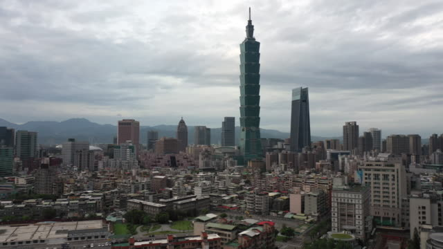aerial shot downtown taipei, taiwan with taipei 101 in the bg - taipei 101 stock videos & royalty-free footage