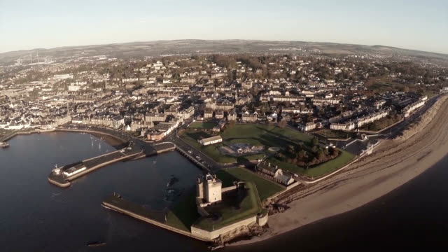 aerial shot flying over broughty castle on the river tay by dundee - スコットランド ダンディー点の映像素材/bロール