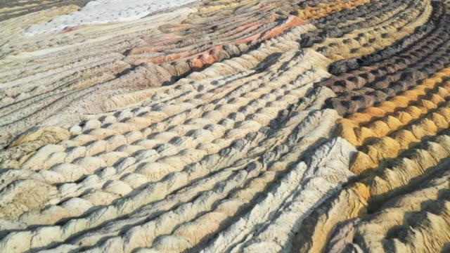 aerial shot flying towards floor textures in open-pit coal mine, germany - 岩層 個影片檔及 b 捲影像