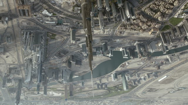 aerial shot flying upside down over the burj khalifa skyscraper in downtown dubai. - turmspitze stock-videos und b-roll-filmmaterial