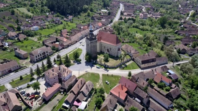 aerial shot from a drone spinning clockwise around the western, northern and eastern sides of the fortified church in saschiz, mures county, romania. - mures stock videos & royalty-free footage