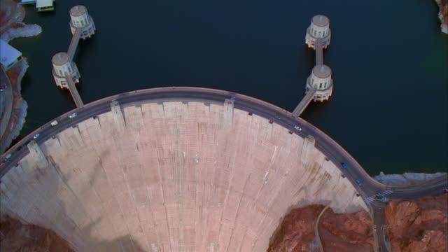 vídeos de stock, filmes e b-roll de aerial shot hoover dam/ nevada and arizona - represa hoover
