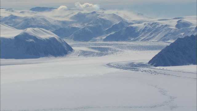 aerial shot landscape of antarctica - antarktis stock-videos und b-roll-filmmaterial
