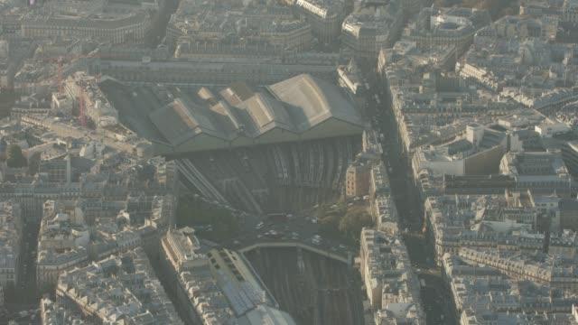 vidéos et rushes de aerial shot looking at train station gare saint-lazare in paris france, daytime - transport ferroviaire