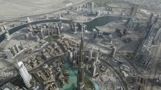 vidéos et rushes de aerial shot looking down at the burj khalifa, the tallest skyscraper in the world, located in dubai, united arab emirates. - dubai