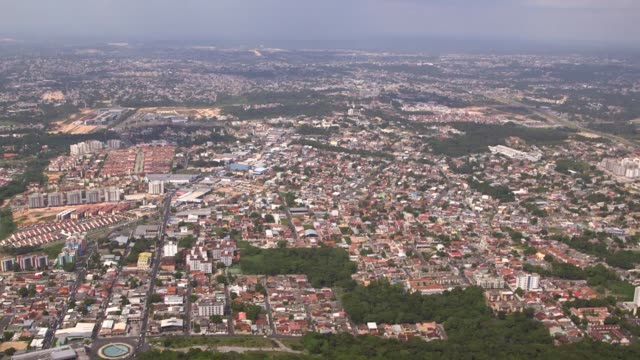 vídeos de stock e filmes b-roll de aerial shot manaus shot on 10th december 2013 in brazil manaus is the capital city of the northern state of amazonas in brazil it is located at the... - amazonas state brazil
