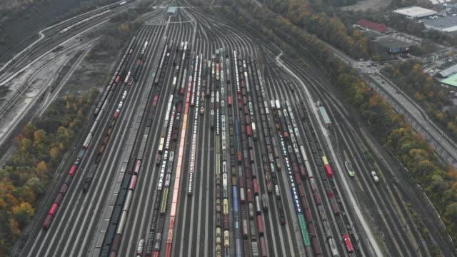 vídeos y material grabado en eventos de stock de aerial shot moving down towards a railroad station, germany - railway track