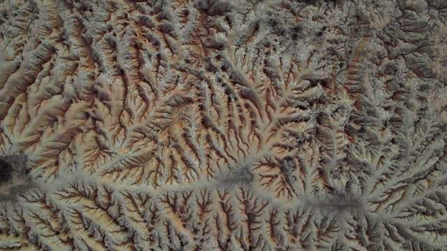 aerial shot moving forward whilst looking down on textures in the badlands, aragon, spain - natural pattern stock videos & royalty-free footage