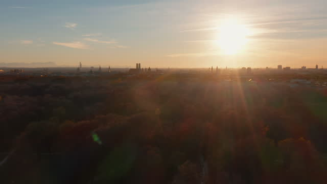 aerial shot munich skyline in the sunset - wop productions stock-videos und b-roll-filmmaterial