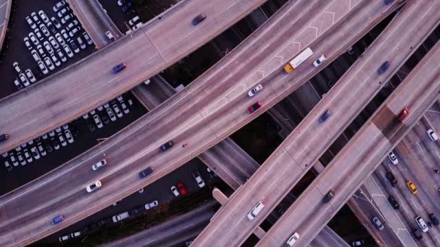 stockvideo's en b-roll-footage met luchtfoto van 10/110 interchange, los angeles bij zonsondergang - city of los angeles