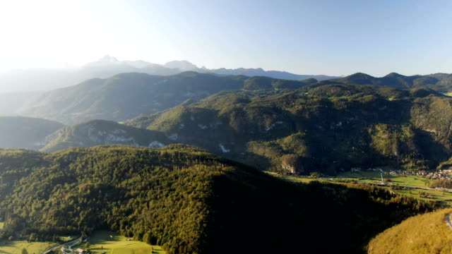 aerial shot of a beautiful valley with surrounding mountains. triglav national park, slovenia - 斯洛維尼亞 個影片檔及 b 捲影像