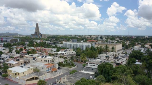 ドミニカの沿岸の町の空中ショット - ドミニカ共和国点の映像素材/bロール
