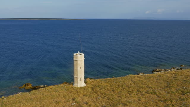 朝の太陽で灯台の空中ショット - ツレス点の映像素材/bロール