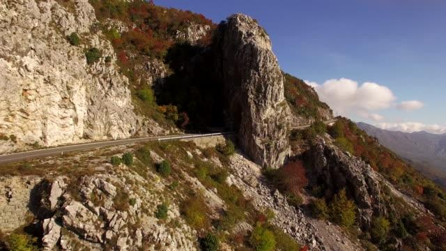Luchtfoto van een lokale weg in de buurt van Budva 4K