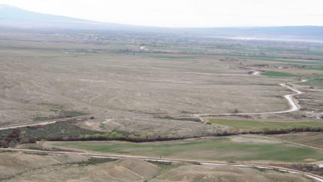 vídeos y material grabado en eventos de stock de foto aérea de una granja de colorado occidental con riego - grand junction