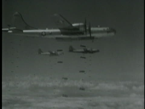 aerial shot of american b-29's bombing japan during wwii. - 空爆点の映像素材/bロール