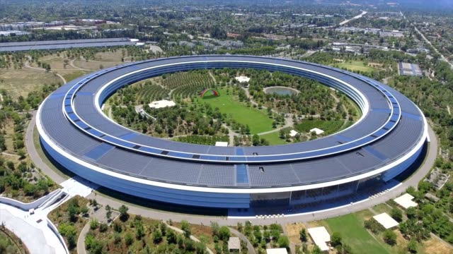 aerial shot of apple park. cupertino, california, usa. - 本部点の映像素材/bロール
