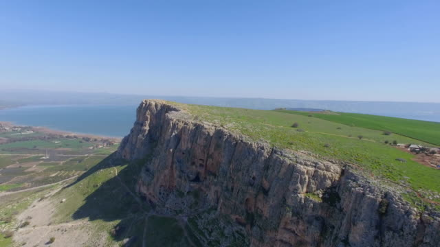 aerial shot of arbel cliff with the sea of galilee in the background, lower galilee, israel - biblical event stock videos & royalty-free footage