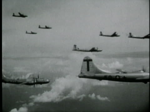 aerial shot of b-29's flying toward japan during wwii. - (war or terrorism or election or government or illness or news event or speech or politics or politician or conflict or military or extreme weather or business or economy) and not usa点の映像素材/bロール