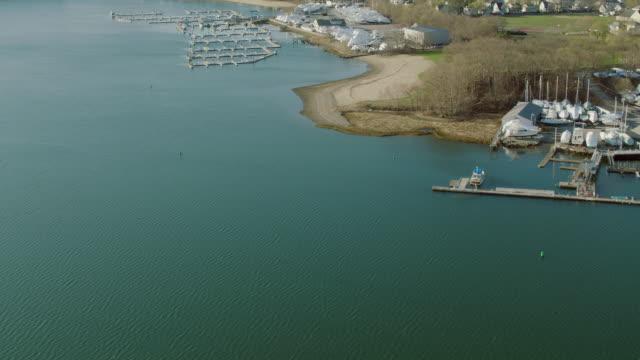 vidéos et rushes de aerial shot of bay pointe marina ma - hémisphère nord