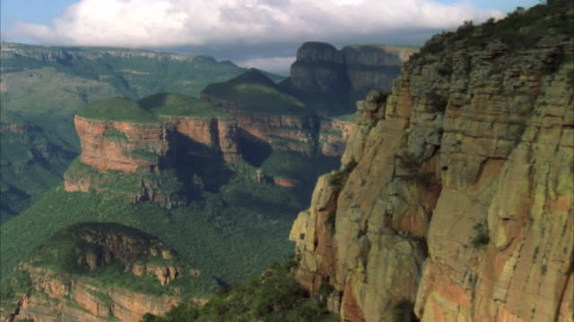 aerial shot of blyde river canyon in mpumalanga - blyde river canyon stock videos and b-roll footage