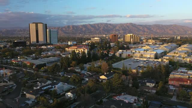 カリフォルニア州バーバンクの空中写真 - バーバンク点の映像素材/bロール