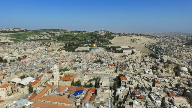 aerial shot of cityscape with famous landmark against blue sky, drone flying forward over buildings in city on sunny day - jerusalem, israel - gerusalemme est video stock e b–roll
