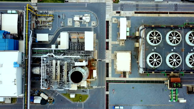 vídeos de stock e filmes b-roll de aerial shot of combine cycle powerplant and cooling tower in asia - gerador