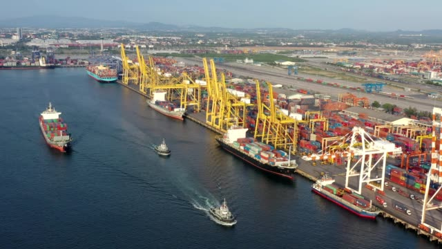 vídeos de stock e filmes b-roll de aerial shot of container ship export and import at dockyard for logistic and transport in ocean of south east asia - long beach califórnia